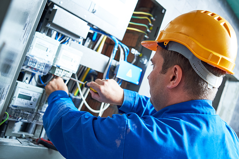 Become An Electrician in Rugby Warwickshire