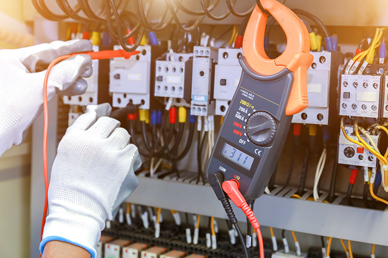 How To Become An Electrician in Rugby Warwickshire